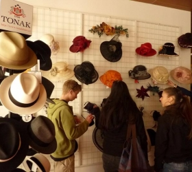Exposition of Tonak hats